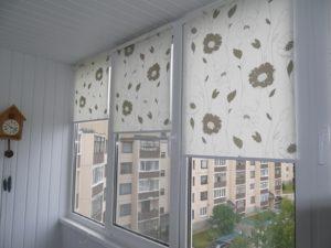Установка рулонных штор на пластиковые окна в Архангельске
